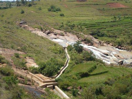 Mini – Dam Ambatomasina – Training System intensiver Reisanbau (SRI)